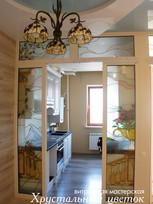 Стеклянная пергородка на кухне