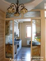 Стеклянная перегородка на кухне