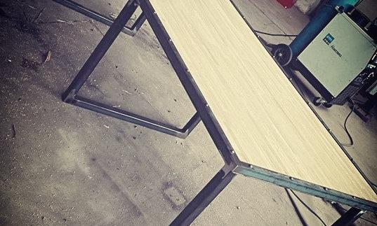 """Table type """"industriel"""" - plateau lamellé collé"""