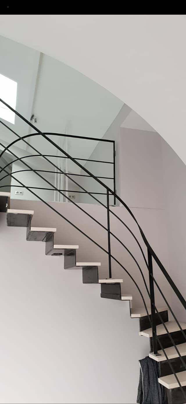 Escaliers acier-tole pliée-pierre