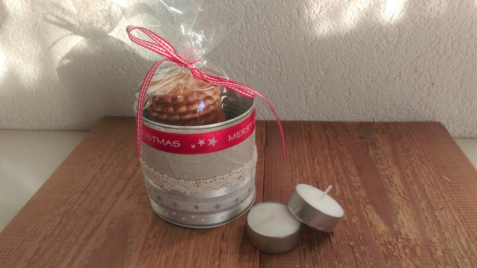 Un bricolage de Noël à utiliser aussi bien comme photophore ou pour offrir quelques friandises.