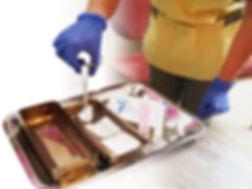 Nos infirmières réalisent les prescriptions des médecins et restent en contact permanent pour les informer de l'évolution