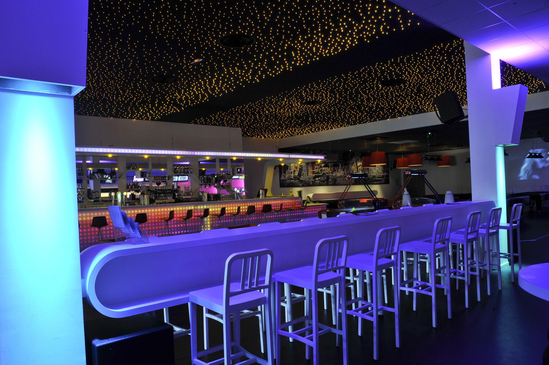 plafond_led-bar-vue-des_pistes-ciel_étoilé,_leds_sans_fil_à_piquer.jpg