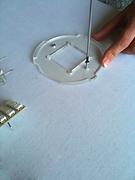 fixations isolantes s pour les panneaux conducteurs d'électricité
