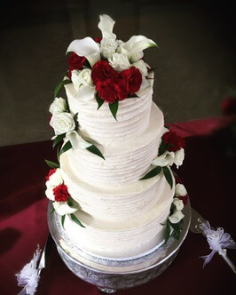 Elegant Buttercream & fresh flowers