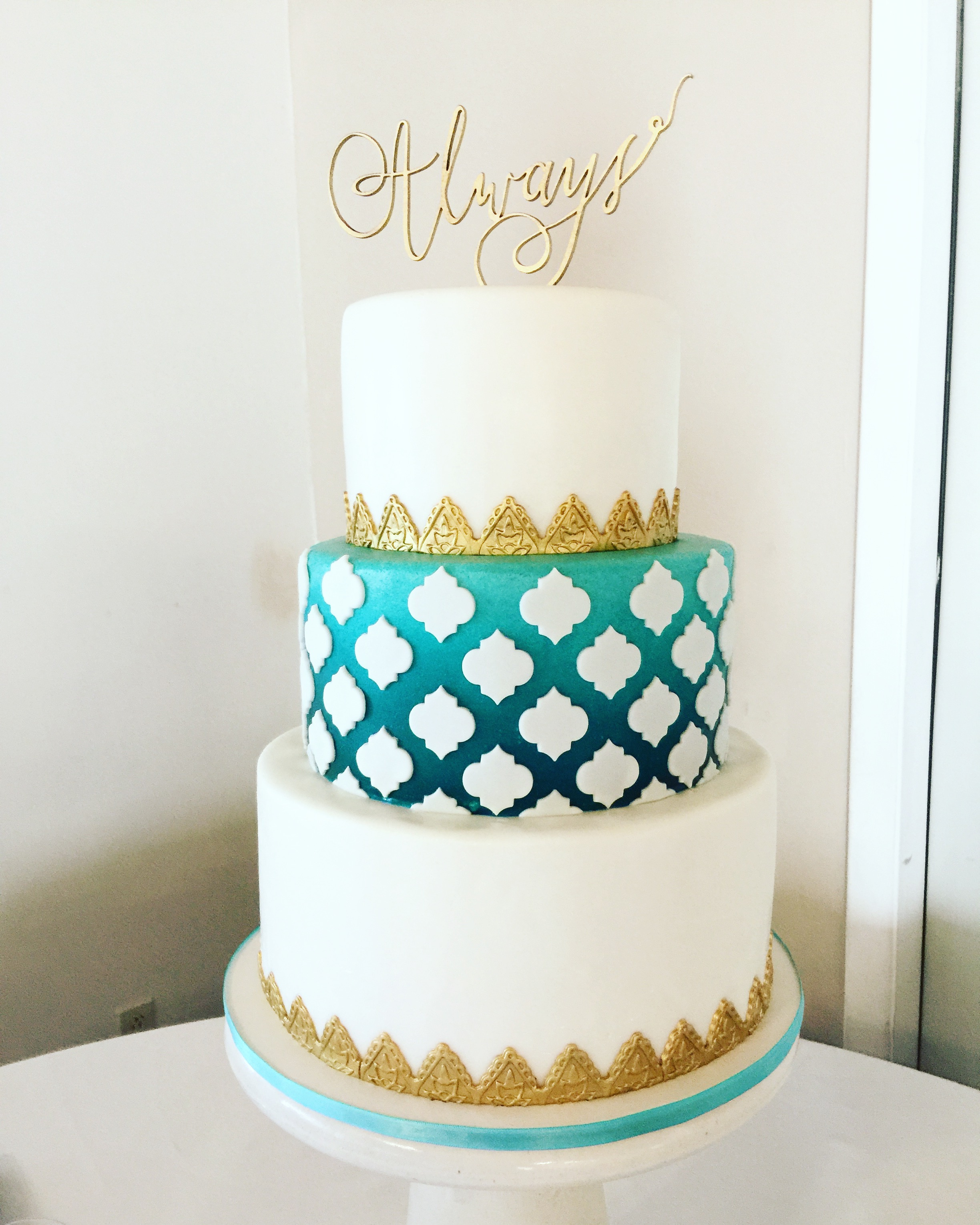 Reverse Lattice Ombre Wedding Cake
