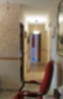 VA Décoration - Couloir maison décoration papier peint fleurs