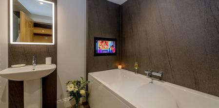 Kingshay Barton, Somerset, UK.  Ensuite Bathrooms for each room