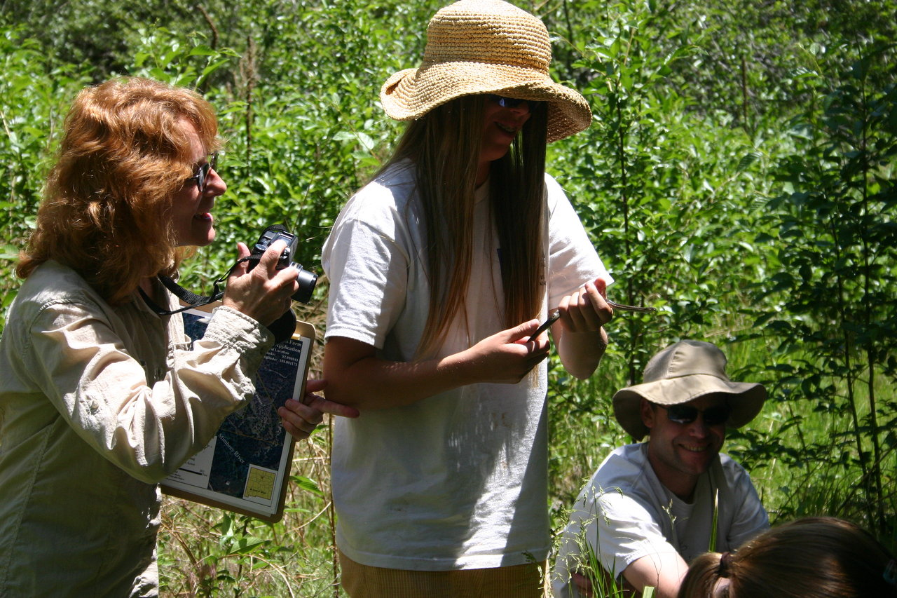 A day with biologist at Rio Milagro