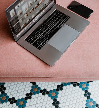 kaboompics_MacBook Pro laptop & iPhone X