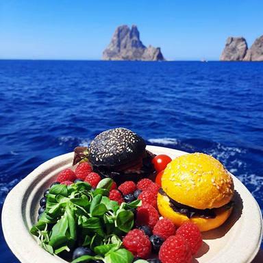 burger at es vedra ronas deli ibiza.jpg