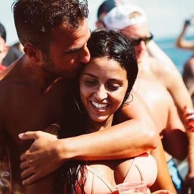 Paar auf der Tanzfläche auf Ibiza