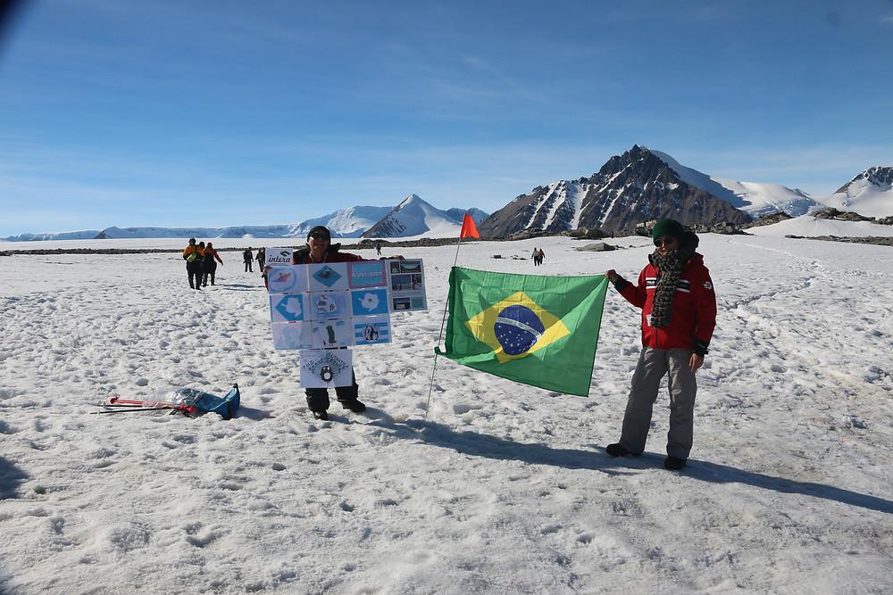 Foto bandeiras na Antártica