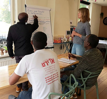 Marike teaching.jpg