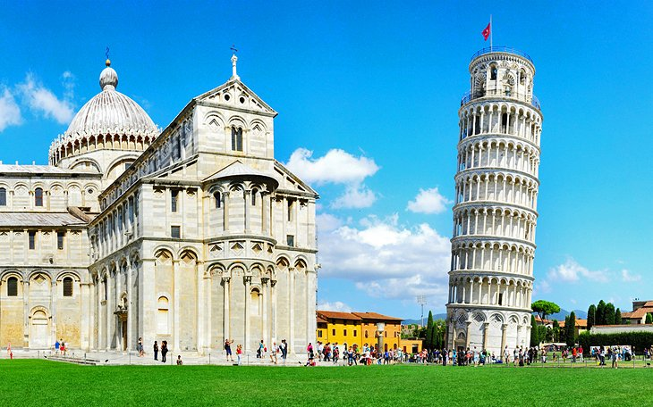 italy-best-places-to-visit-pisa-leaning-