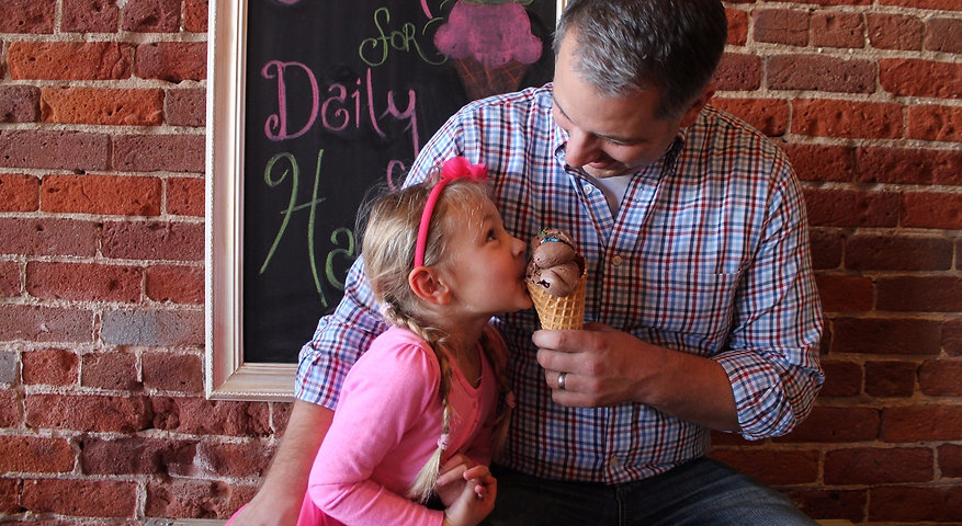 Dad-and-Daughter-share-ice-cream-21-e1425578284839_edited.jpg