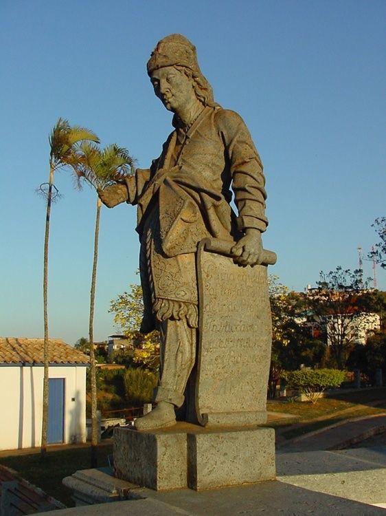 """Obra do escultor mineiro do século XVIII, Aleijadinho, retrata o profeta Amós. A escultura compõe o conjunto """"Os profetas"""", em Congonhas (MG)."""