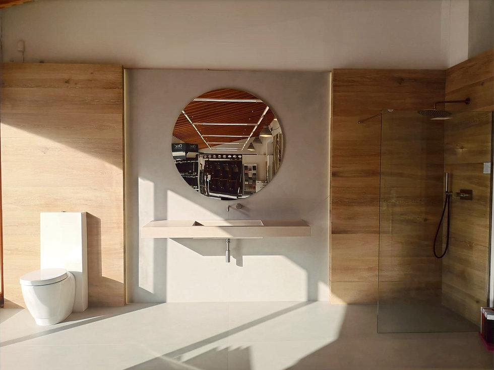 ambiente_4_moderno_madera_microcemento_estuco_mampara_cemento
