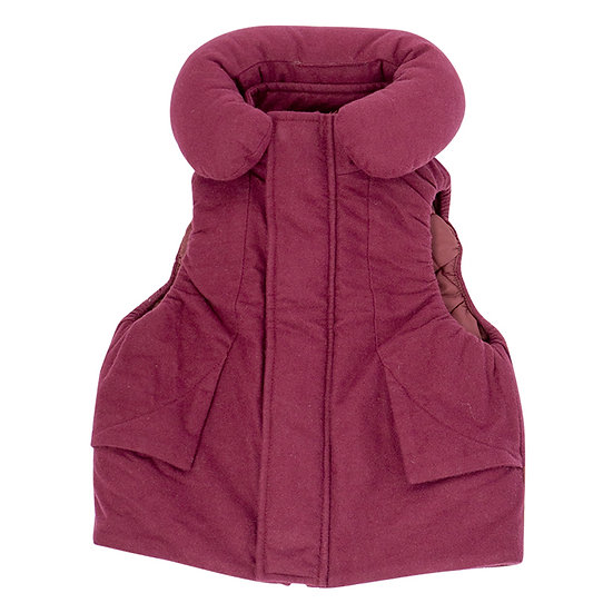 Bordeaux vest with travel sleeping pillow