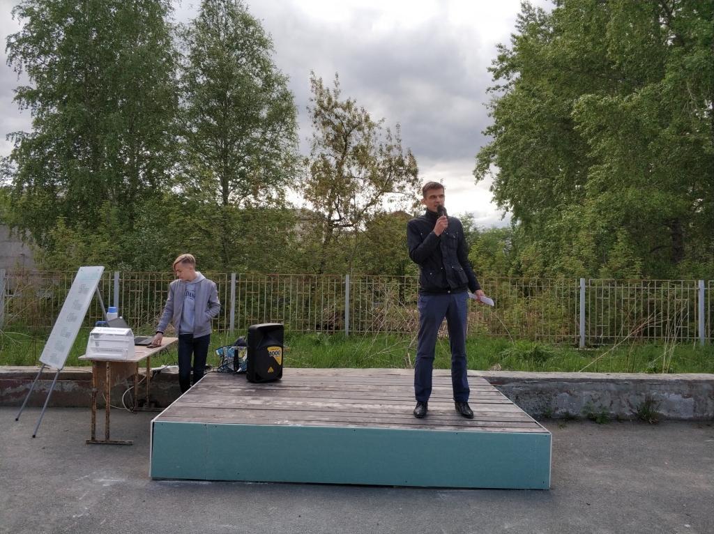 Евгений Злобин читает стихи