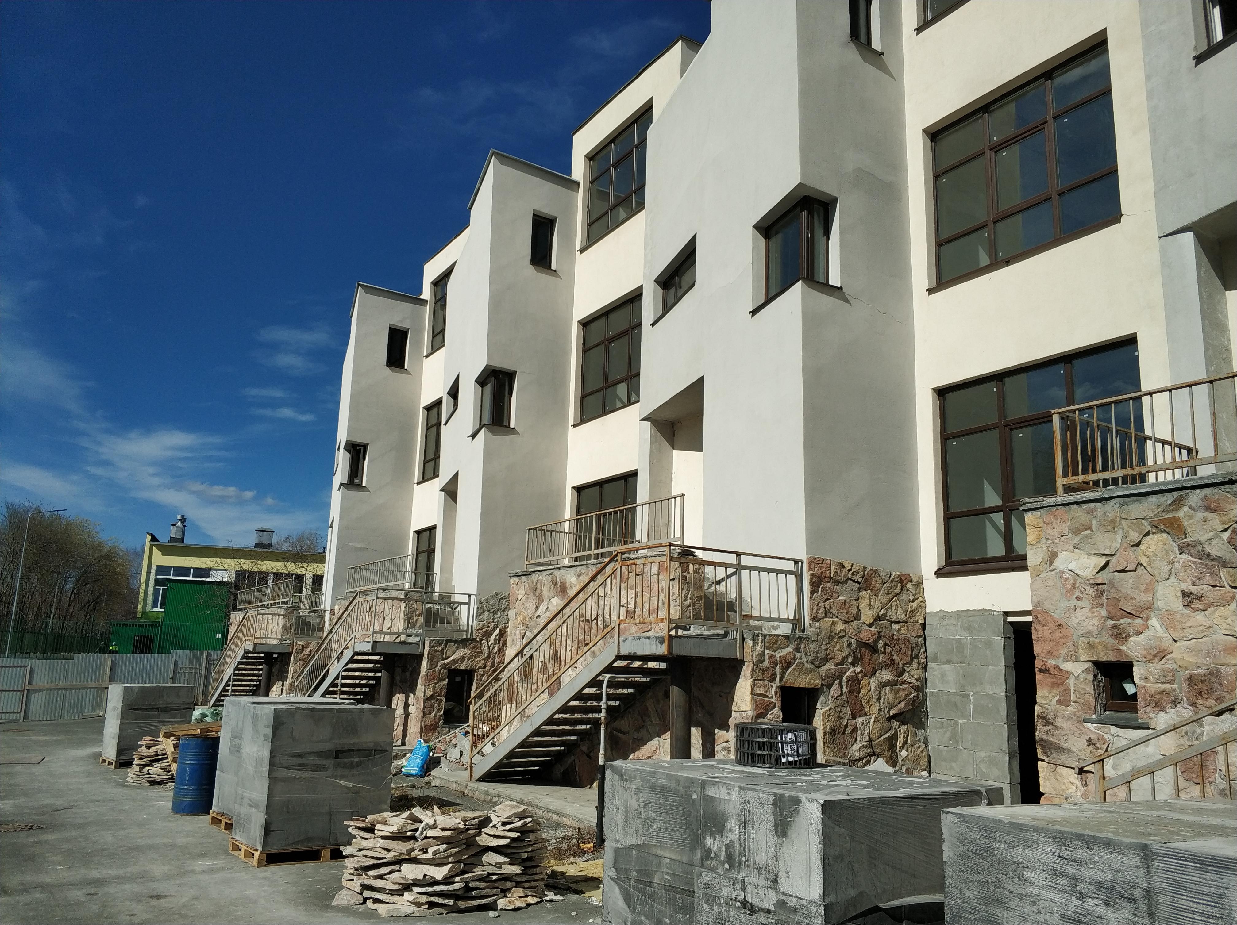Главный фасад 12.05