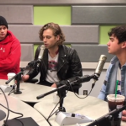 Shelley with 5 Seconds of Summer