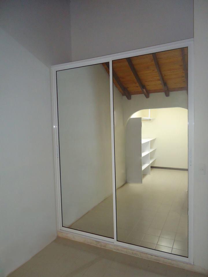 Closet con puertas espejos