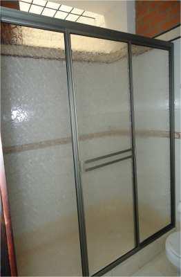 División de baño en acrílico