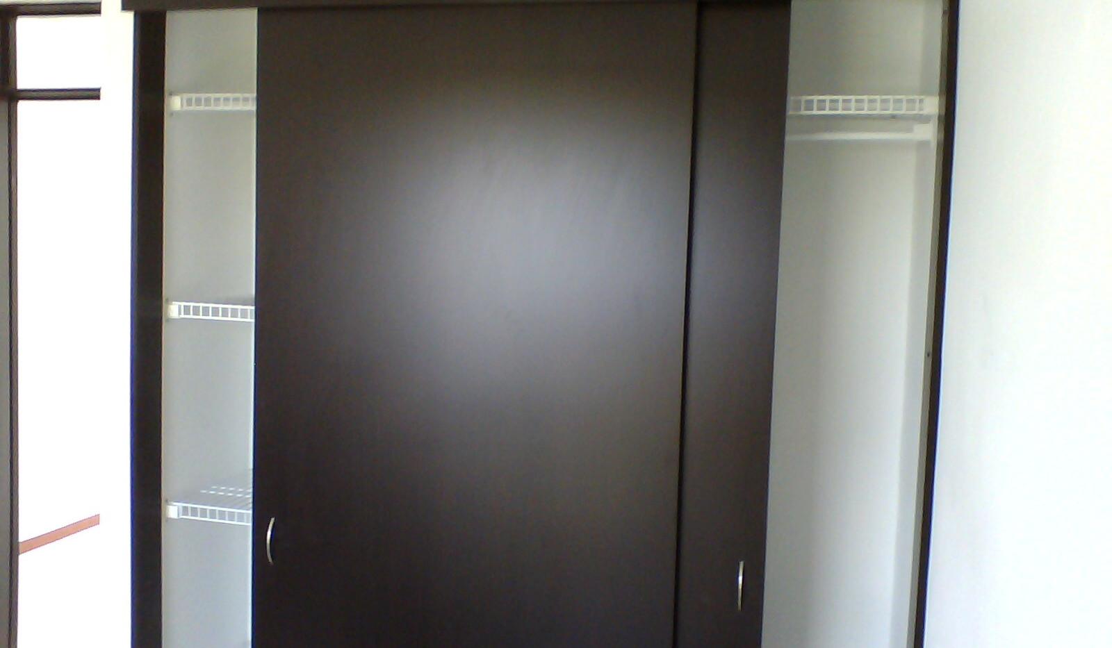 closet rejilla y madera
