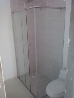 División de baño Glassvit en L