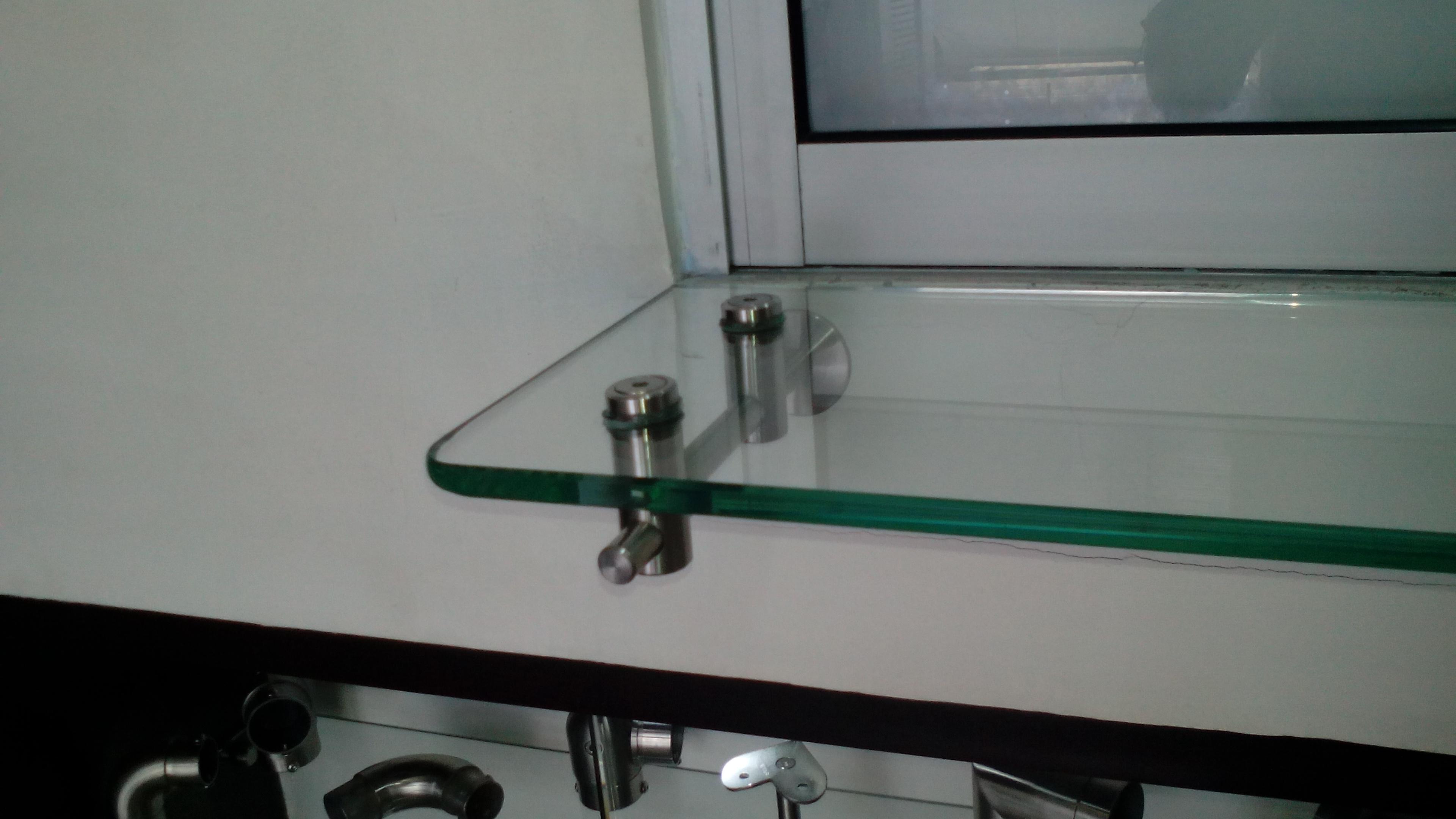Repisa en vidrio y soporte en acero