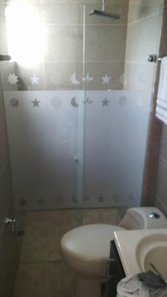 División de baño con tallas