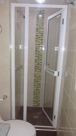 División de baño vidrio y aluminio