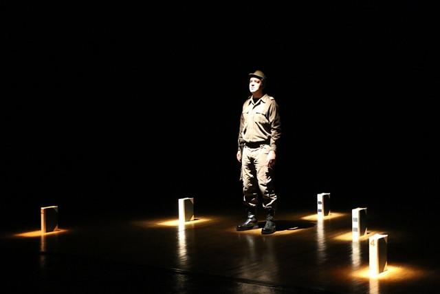 Teatro do Noroeste presenta en la Sala Guirigai un monólogo sobre la Revolución de los Claveles