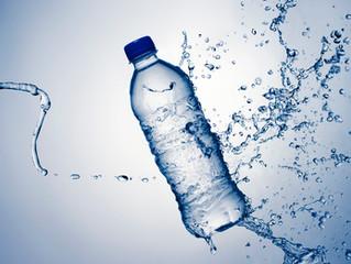 ¿Realmente es mejor el agua embotellada?