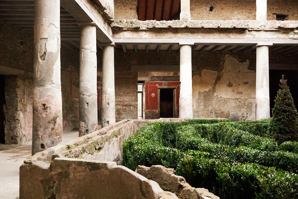 Peristyle courtyard in the House of the Lovers, Pompeii.