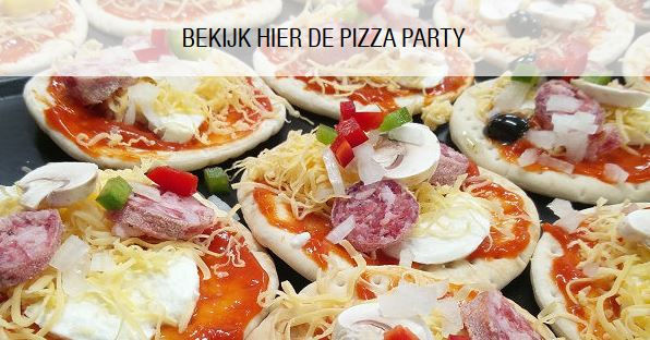 pizza, party, website, pizzaparty, pizza party, pizza thuis, samen aan tafel, tafelen, zelf pizza maken, champignon, ui, tomatensaus,