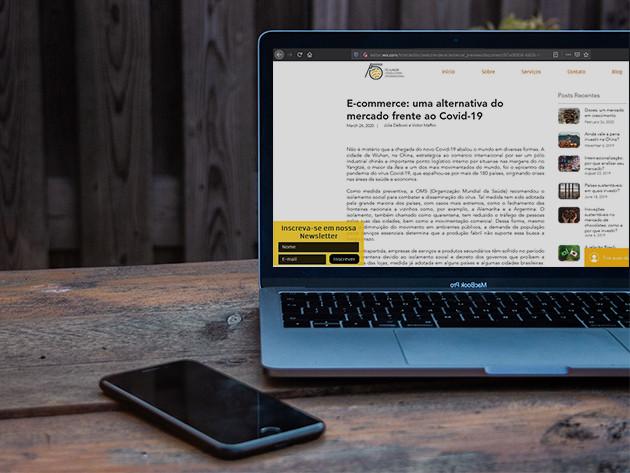 Laptop ao lado de celular. Site da F5 aberto