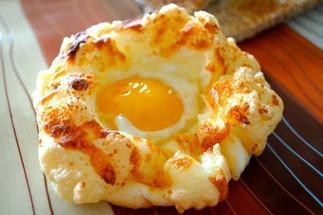 Яичные гнезда – простая идея для оригинального завтрака