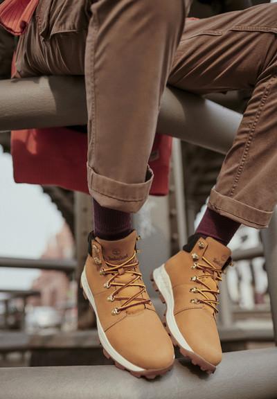 Découvrez les chaussures homme Timberland Brooklyn Hiker Low en cuir nubuck blé