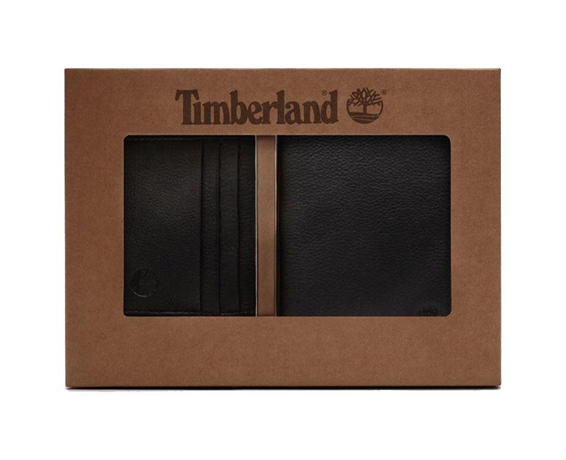 Coffret cadeau Timberland contenant un portefeuille ainsi qu'un porte-carte en cuir.