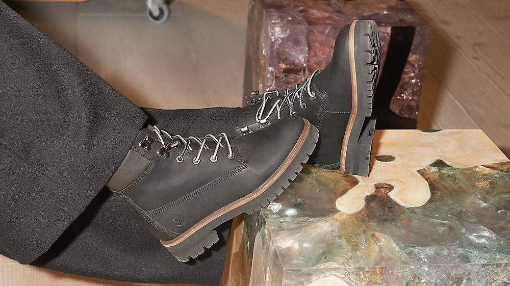 Sarah Harris portant les Boots Timberland London Square 6-inch