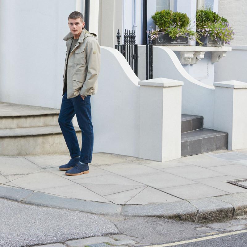 Harry Royds portent des chaussures de ville Timberland Windbucks en cuir bleu suédé