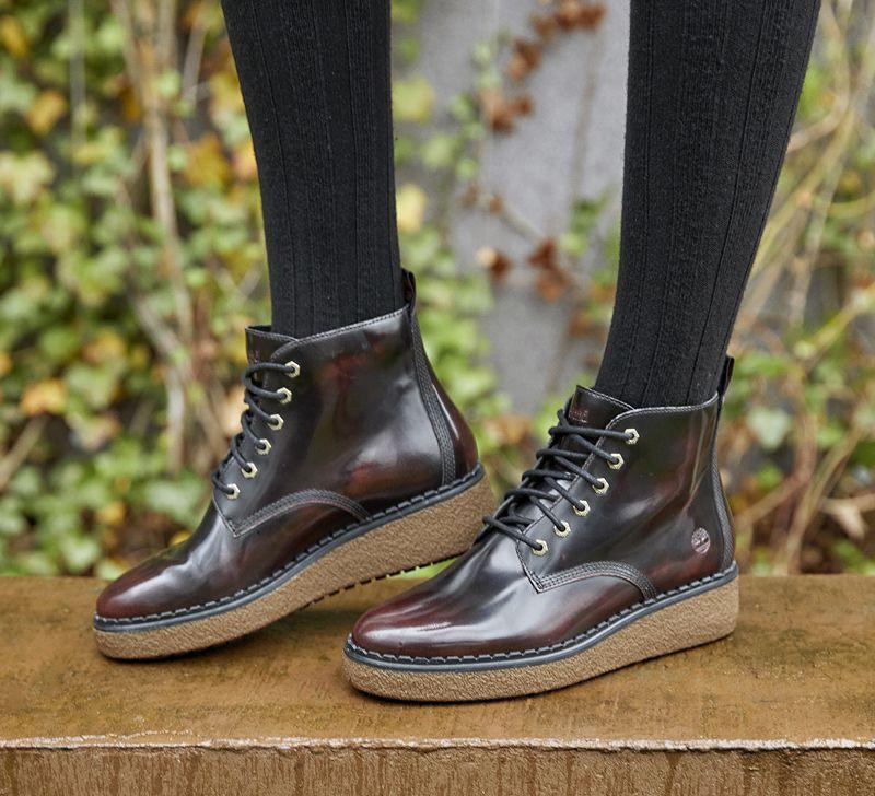 Achetez des bottines femme Timberland Bluebell Lane en cuir brut et faites plaisir à votre compagne, votre soeur ou votre maman par exexmple.