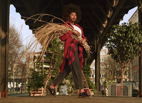 Inna Modja est une interprète, chanteuse qui fait partie des gens luttant en faveur de l'environnement.