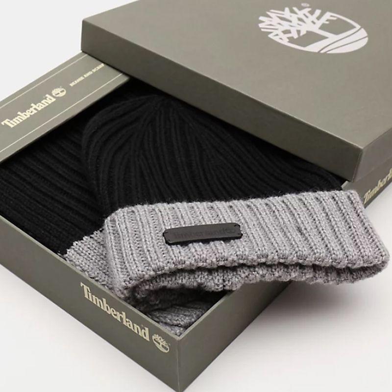 Commandez ce coffret cadeau Timberland disposant d'un bonnet et d'une écharpe.