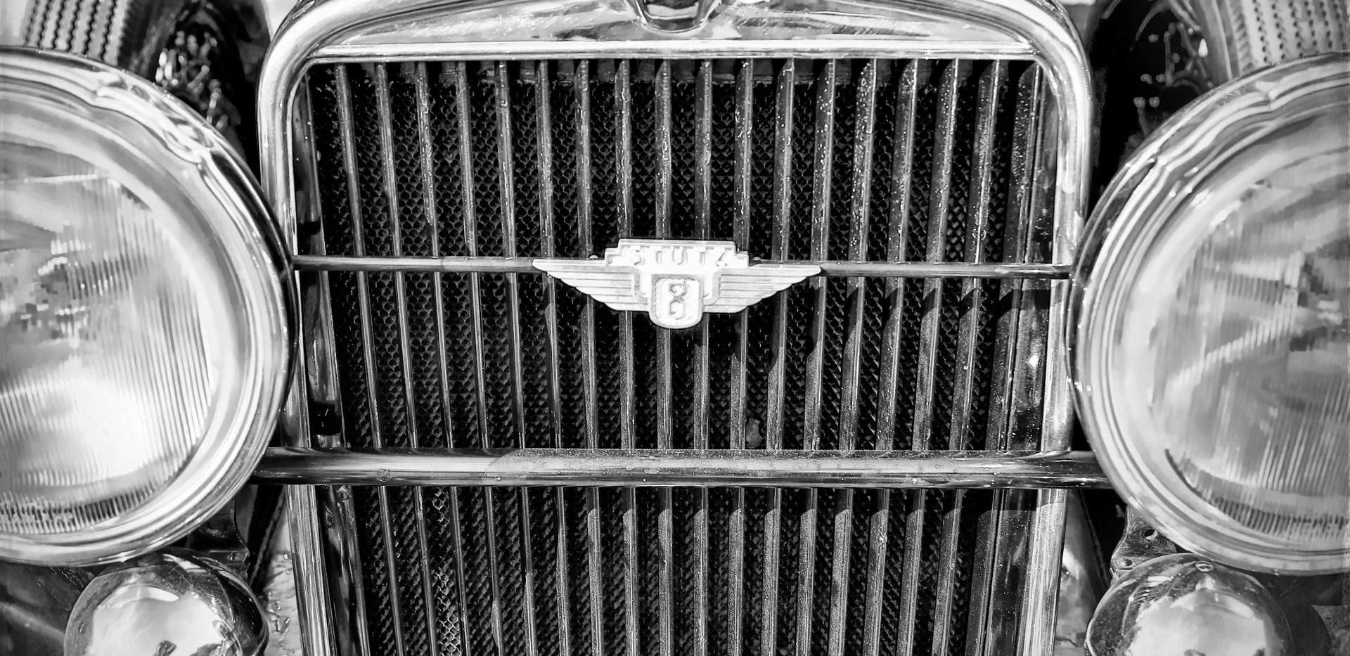 old car bw.jpg