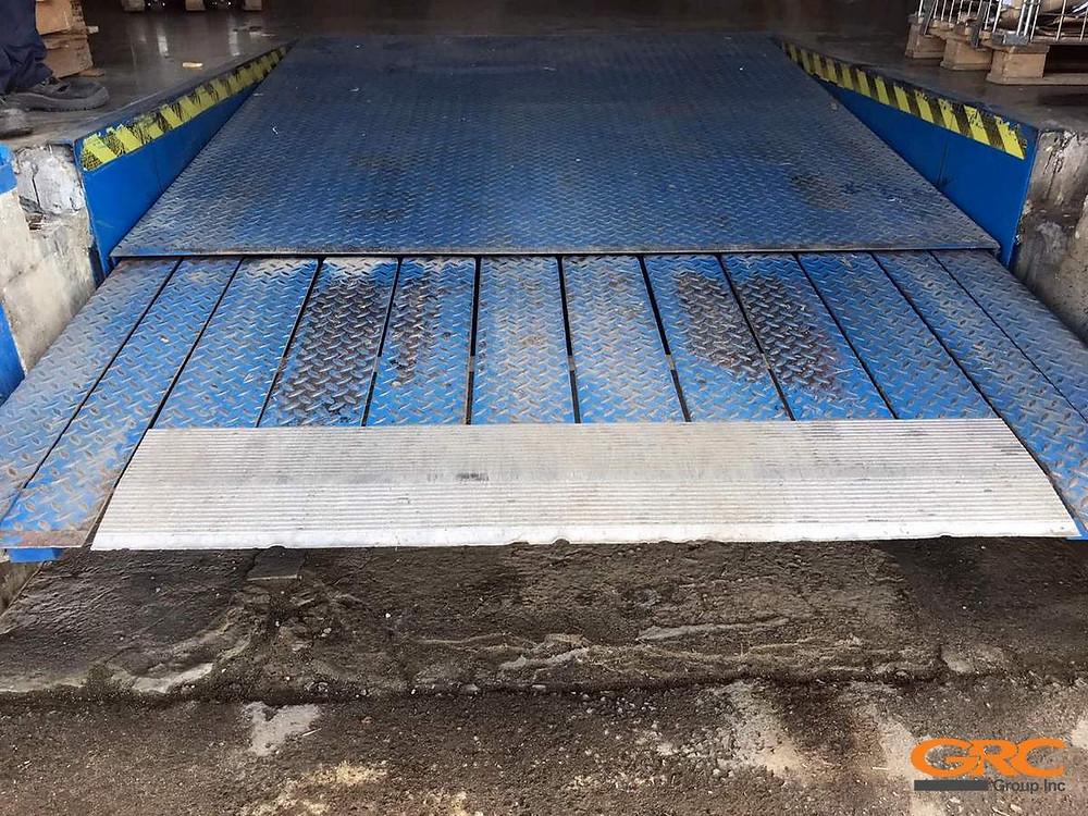 Аппарель грузовой платформы