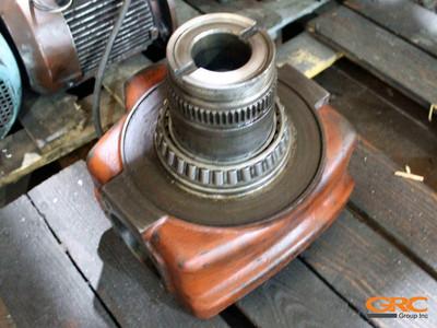 Поворотный кулак трактора до ремонта