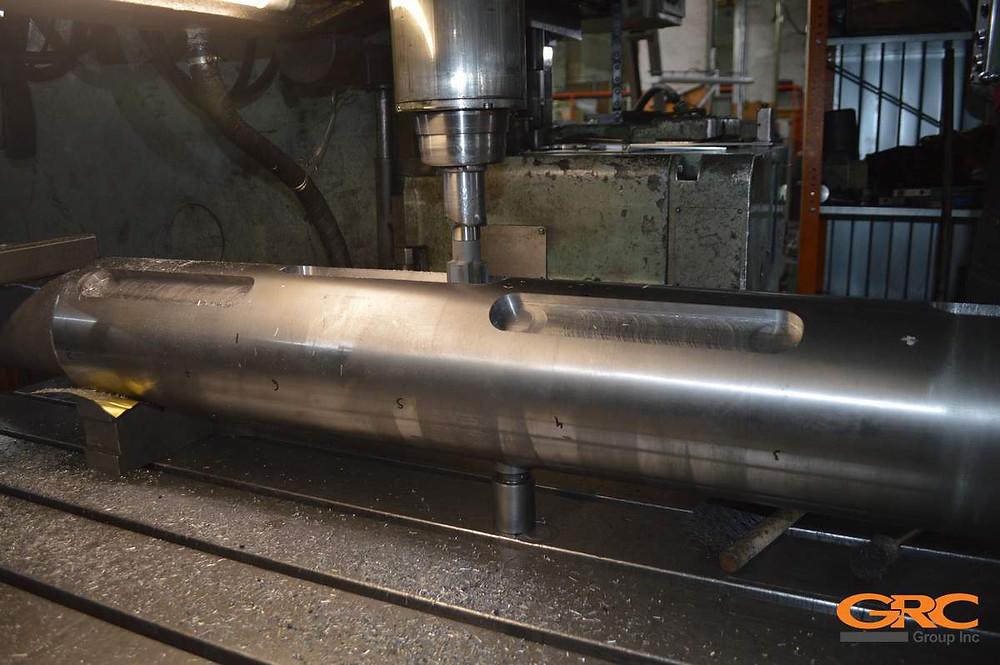 На координатно-расточном станке фрезеруем шпоночные соединения